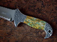 """Macha Navigator EL"" obverse side view in 440C high chromium stainless steel blade, hand-engraved 304 stainless steel bolsters, Plasma Agate gemsone handle, hand-carved, hand-dyed leather sheath"